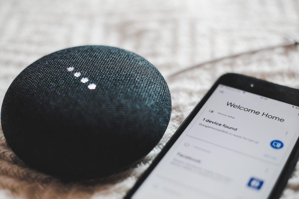 Google Home e Smartphone