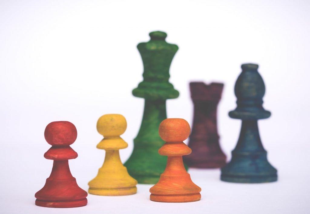 crisis-management-scacchi-colorati