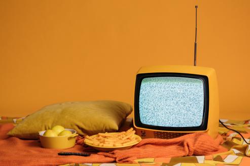 social tv - televisore giallo